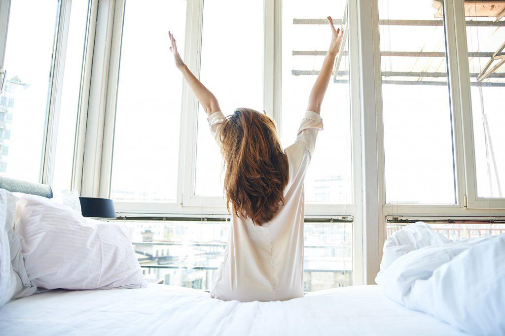 Утреннее кофе в постель привело к сексу